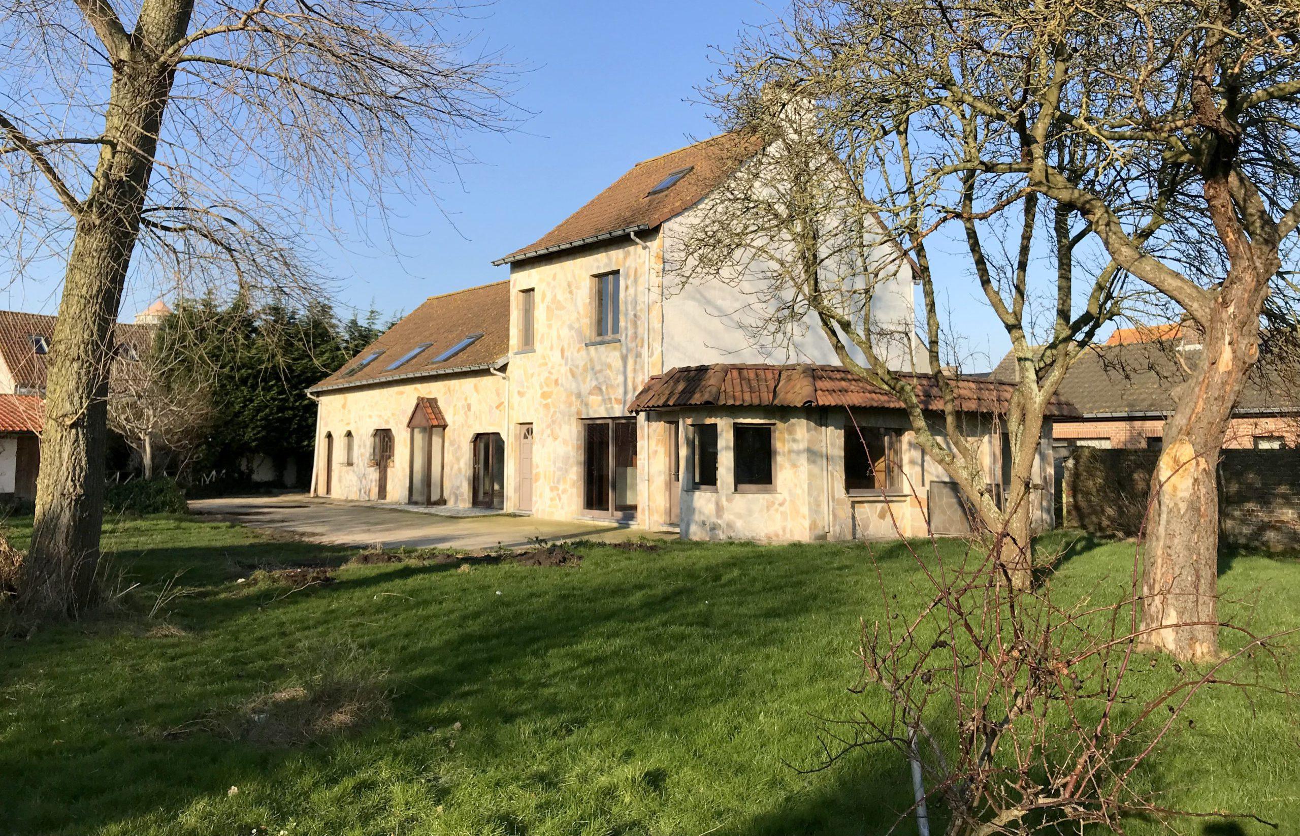 Te renoveren landhuis te Bredene