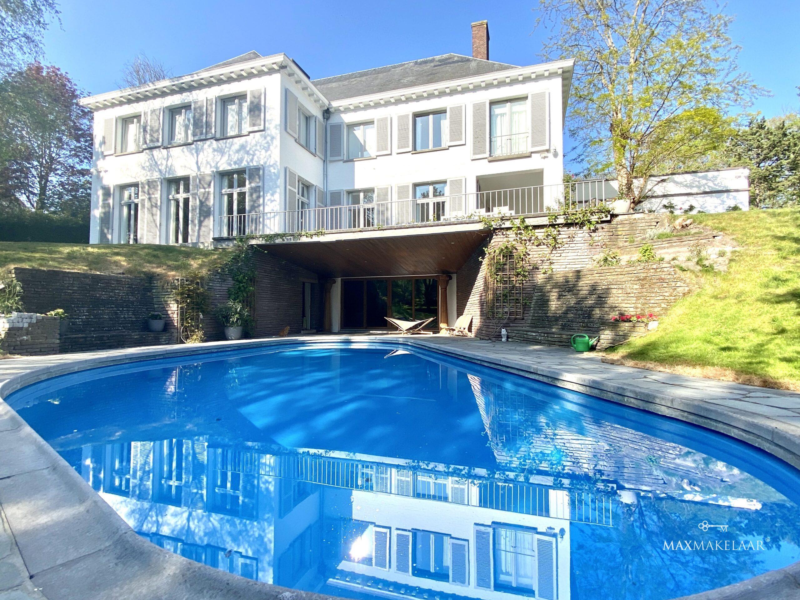 Villa met zwembad te Oostende te koop bij Maxmakelaar