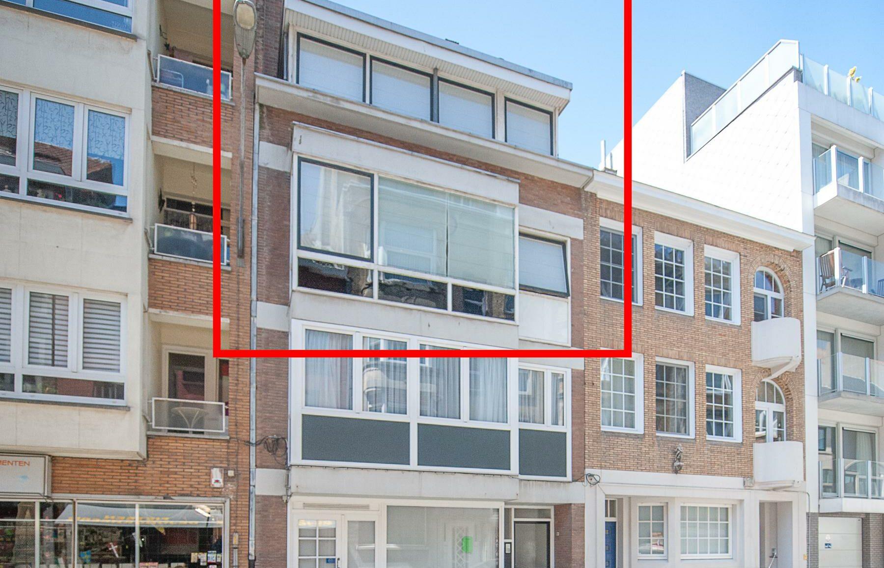 Duplex appartement architecturale 70's stijl