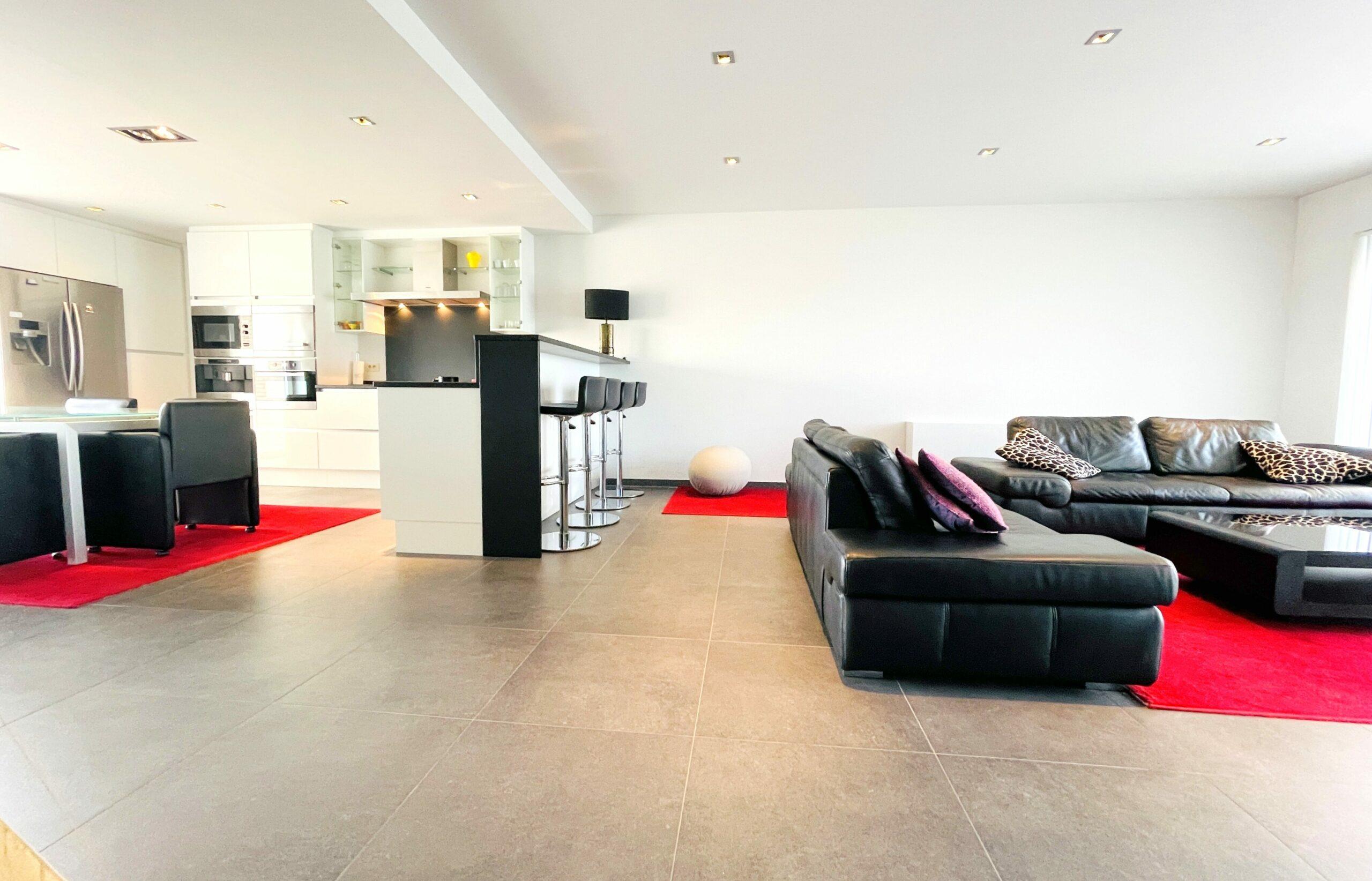 Ruim luxe appartement met zeezicht